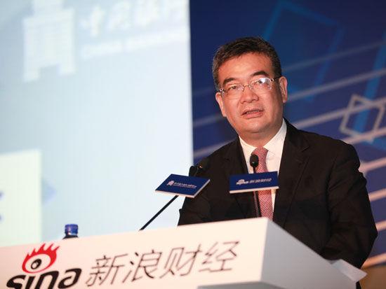 中国银行副行长朱鹤新出席会议并发表演讲