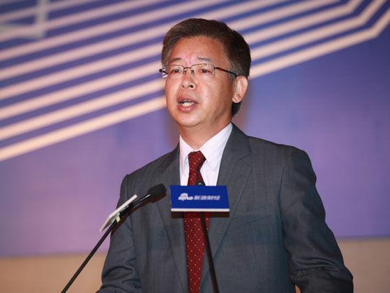 黄益平:银行应提供更多中间服务以保持盈利