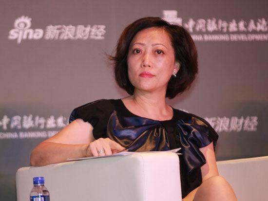 """""""2015银行业发展论坛""""于7月9日在北京举行。上图为平安银行零售产品及投资咨询部总经理李美清"""