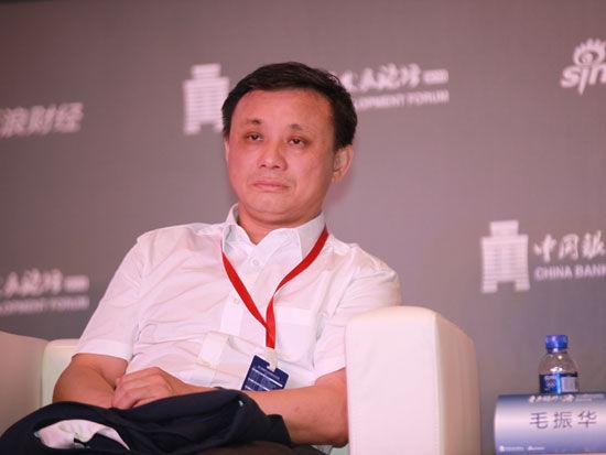 """""""2015银行业发展论坛""""于7月9日在北京举行。上图为中诚信征信股份有限公司董事长毛振华"""