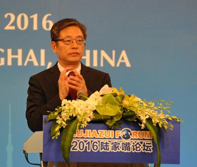 上海市常务副市长屠光绍主持全体大会一