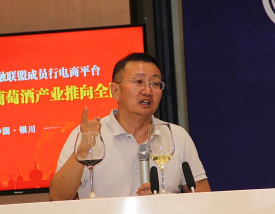 宁夏回族自治区葡萄产业发展局副局长徐军