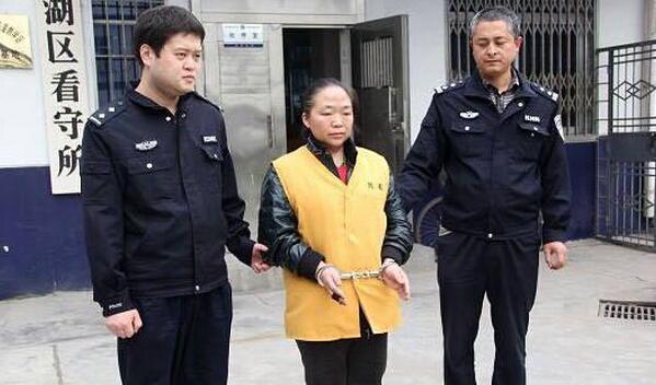 太狗血:55岁大叔扮乾隆皇帝骗走深圳富婆4000万