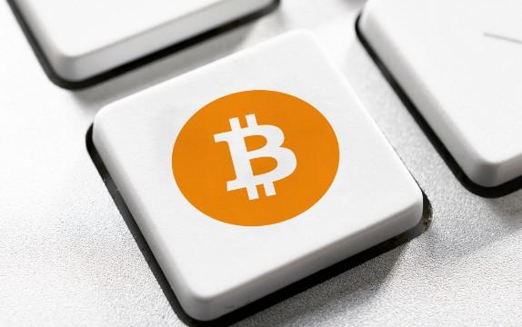 比特币逼近8000元历史高点 区块链技术火热