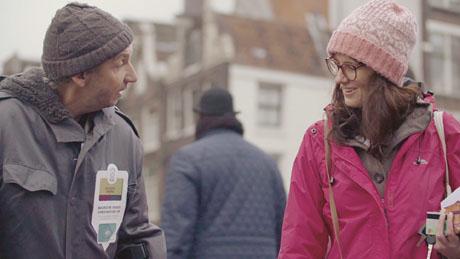 脑洞大开!荷兰为流浪者试验NFC非接触支付夹克收取捐款