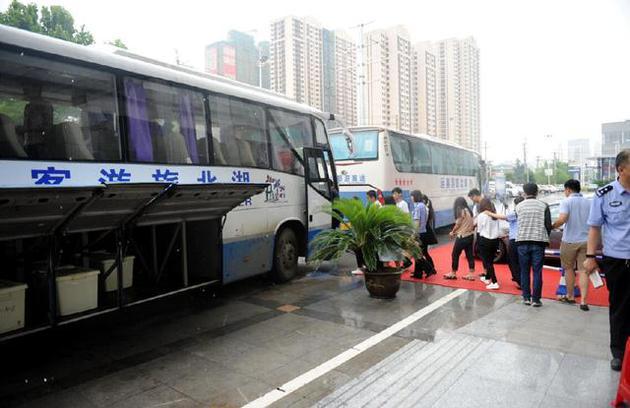 武汉警方破获特大网络诈骗案 涉案人员808名史上最多