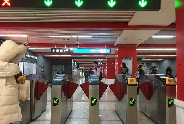 北京地铁开始大规模部署扫码支付闸机 或与上海一样需使用官方APP